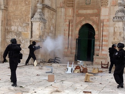 Israeli police fire at worshippers inside al-Aqsa Mosque. (EPA/Mahfouz Abu Turk/file)